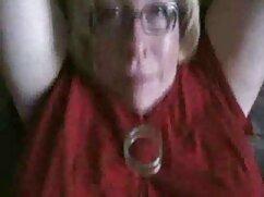 یک زن با تجربه زیادی در دهان, بر روی سکس پارتی فیلم دوربین.